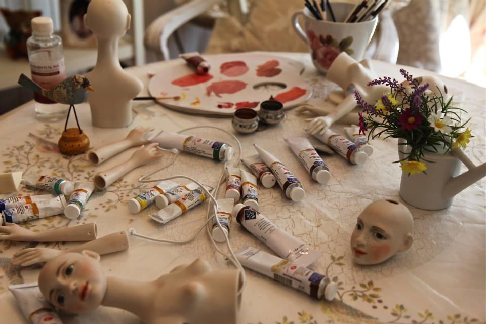 Выставка кукол в гостином